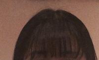 前髪の巻き方で質問です。 左側の前髪は、上手く左側へ流れるように巻けるのですが、右側の前髪が上手くできません(><) どなたかアドバイス下さい!!  (写真見えにくくてすみません) 明日から巻くの頑張りたいので早めの回答お待ちしてます(o_ _)o