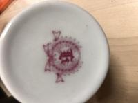 この食器のロゴマークは何かブランドでしょうか?