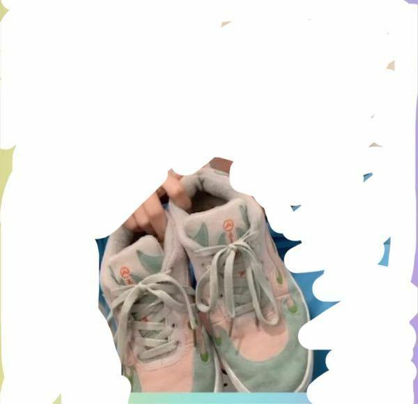 わかりにくくてすみまん。 この靴ってどのブランドとかありますか? すごく可愛くてこの靴わかる方いますか??