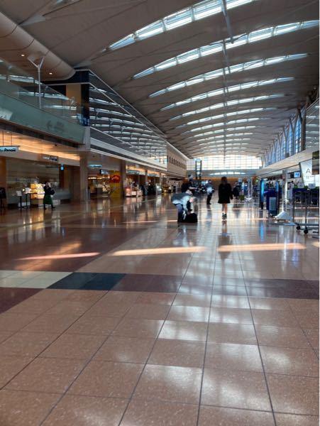 大至急です!京急羽田空港第一第二ターミナルから羽田空港のここへの行き方を教えてください!