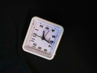 100円ショップ(ダイソー)でこの時計を受験用に買いました。 思った以上にカチカチ音がうるさいです。 秒針の針が無くなってもいいので、無音にすることは出来ますか?
