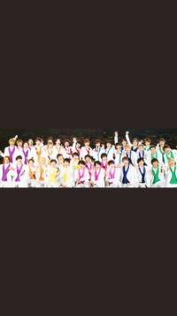 水色 Prince 赤色 King 緑色 SnowMan 青色 SixTONES オレンジ Love−tune 紫 TravisJapan  で合ってますか…? それからピンクと黄色どこのグループが教えて欲しいです! よろしくお願いします!  ジャニーズ ジャニーズJr キンプリスノストラブトラビス