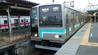 相模線に車掌とかいるのでしょうか? JR東日本が人件費削減の一環で 京浜東北線や横浜線などもワンマン運転化する方針みたいですが 千葉の方ではワンマンカーを導入してワンマン運転路線を3月から拡大しますし。  で、相模線とかもろにワンマン運転でいいと思うのですが ましてや無人駅ばかりみたいだし。バスみたいに 運転士の後ろに運賃箱おいておけばいいじゃん。