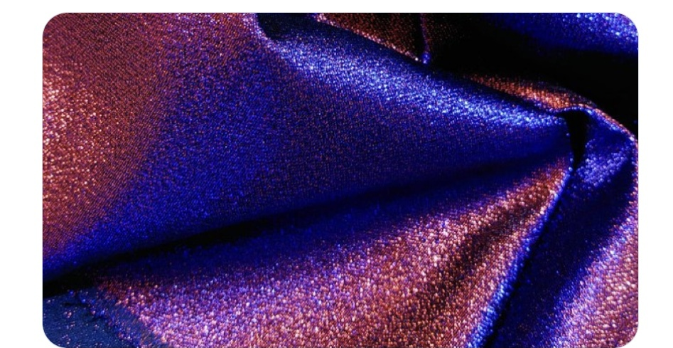 光や角度で色が変わる布を探しています。 紫・赤・青に変わってほしいです。 シャンプレーサテンを2種類取り寄せてみましたが 紫と赤・紫と青の2色にはそれぞれ変わりますが3色に見えるものに巡り会えま...