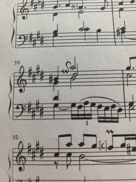 バッハフランス組曲で、10小節目にこのようなプラルトリラーとターンのような記号が書かれているのですが、奏法を教えて頂きたいです。