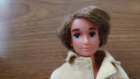 リカちゃん人形を友人にもらったのですが、リカちゃんと一緒にもらった彼の名前が分かりません。 彼の名前を教えてください。