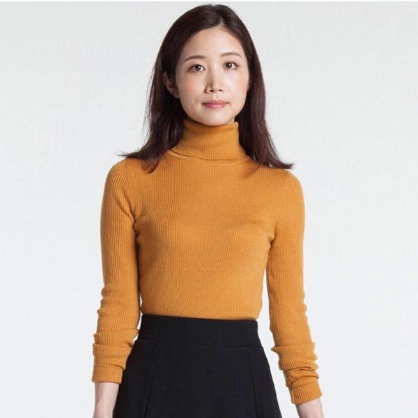 このようなタートルネックにスカートやズボンのコーディネートは、オフィスカジュアルとして向いていないですか?(役所勤務)