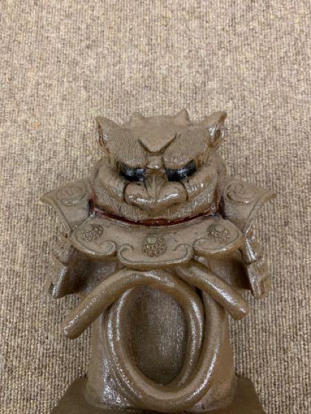 実家に保管されていた陶器製の置物です。武将の兜か、唐津くんちの曳山の人形にこんなのがあったような気がしています。詳しい方が居られましたらご教示のほどお願い申し上げます。