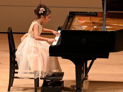 日本の八歳のピアニストは、これ程の演奏はできますか。 https://youtu.be/7hYVBI4-dXI