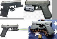 ハンドガンにタクティカルライト(フラッシュライト)を付けて カスタマイズしたいのですが まだまだ銃の種類にうとく ライトもどれがどうなのかわかりません グロックに見えますが違うかも… 銃とライトの種類を...