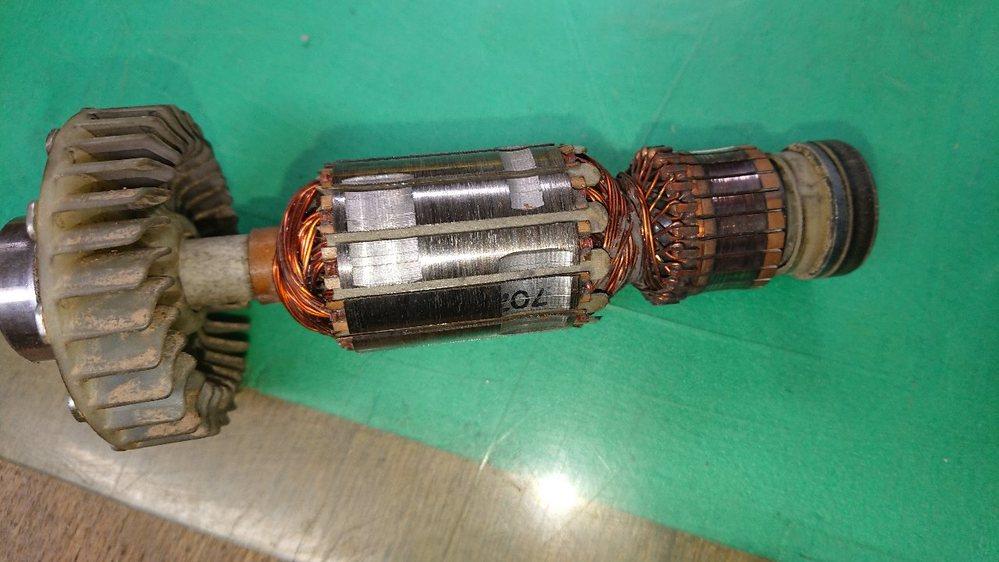 モーターに詳しい方に質問いたします。 電動の丸ノコ を分解清掃しました。 ローターがこんな感じにキズのようなものが付いていたのですが、これって大丈夫ですか?