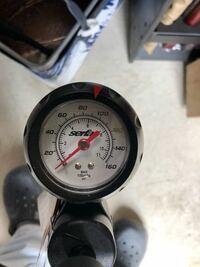 ファットバイクの空気圧についてですが、タイヤにinflate to 30 psi (200kpa/2.0bar)となっております。  画像の空気入れだと、どこにあわせたらよろしいでしょうか?
