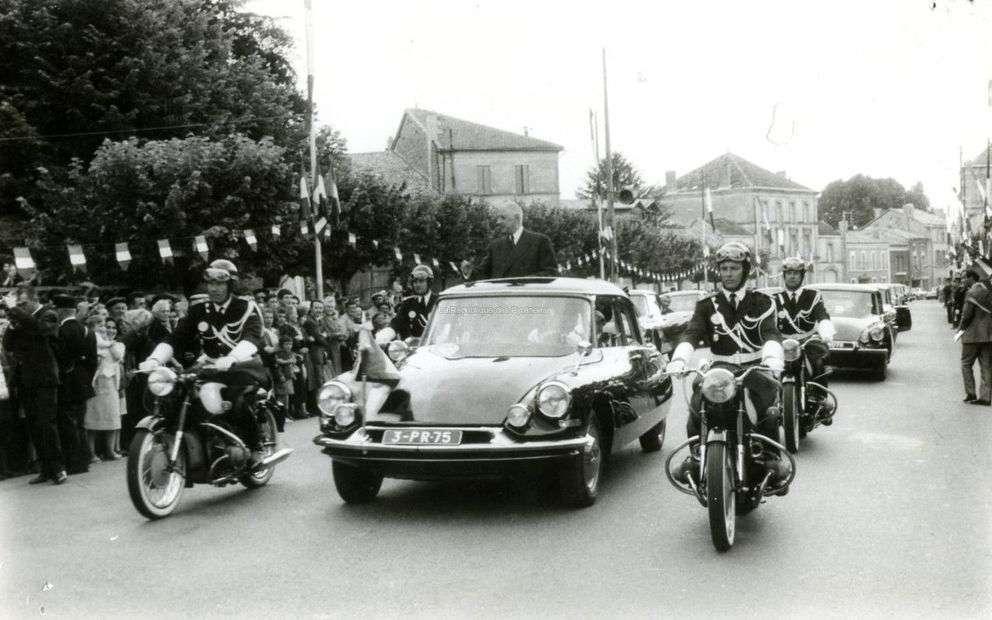 なぜフランスの大統領専用車てルノーでないのですか。 ・・・・・・・・・・・・・・・・・・・・・・・・ フランスの大統領専用車て昔から今もシトロエンと決まっていますが。 よく分からないのですが。 ...