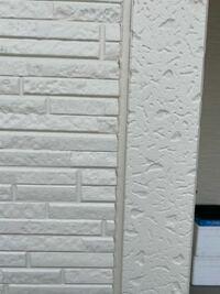 外壁塗装について、質問させて下さい。 アイディホームの建売30坪で、外壁はサイディング張 屋根はシングル葺となっています。 この素材だと屋根、外壁でどれくらいの費用が掛かる物なのでしょうか? また、素材...