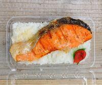 鮭弁当  鮭以外 他に何のおかずがほしいですか?