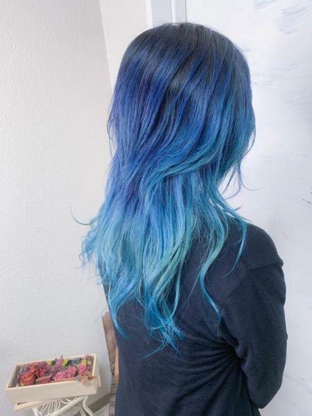 この写真の方の髪色は奇抜ですか? 私はこの位の髪色にしたいのですが、髪型自由のアルバイトならこの髪色でも大丈夫でしょうか?