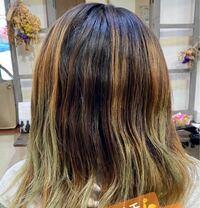 どうすれば緑になったのが直りますか? ちなみにブリーチしても緑は抜けず美容師さんには徐々に切るしかないと言われてしまいました(><) 全体染めしても、時間が経つと緑が浮き出てムラが目立ってしまいます。