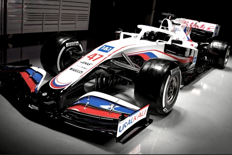 今年のハースF1は、ロシア国家がタイトルスポンサーなの? ロシアンカラーリングなんかにしちゃてて。