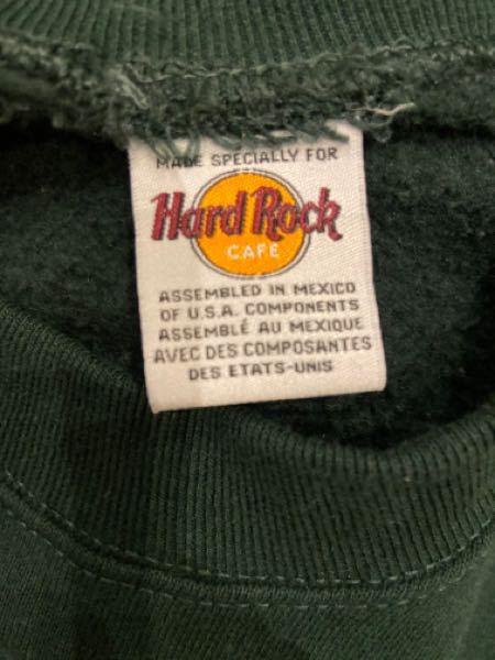 先日古着屋で買ったハードロックカフェのタグに®︎の文字がついてませんでした。 ボディの刺繍には®︎はあります。 これはパチモノでしょうか???