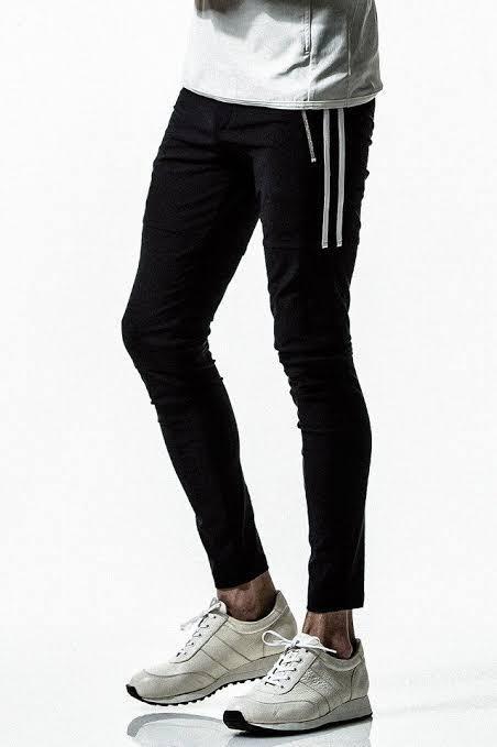 他のメーカーでリサウンドクロージングの様な素材とシルエットのパンツで、価格が安く販売しているメーカーありますか? 写真のスウェット系の様なイメージのパンツです! スウェットパンツ ジョガーパンツ 朝倉未来 朝倉海 adidas NIKE