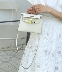 このバッグのブランド名が分かる方いますか?よろしくお願いいたします( i _ i )