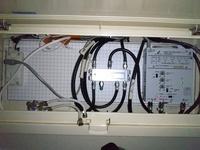 もしお分かりになれば回答をお願いします。  先日自宅(一軒家)のネット回線をフレッツ光からnuro光に変更しました。 テレビはフレッツテレビで視聴していたので、こちらも解約となりテレビがみれなくなってしまいました。  フレッツテレビにする前はアンテナから受信していたので、分配器にてUHFとBSの入力端子をフレッツテレビの端子から元々のアンテナ端子に差し替えました。  BSと地デジのNHKは映...