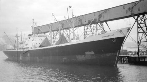 この船(Oinoussios 1956)は蒸気(汽動)ウインチですが、蒸気ウインチの長所と短所を教えてください(電動と比べて