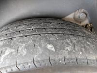 こちら溝1.6mmのYOKOHAMA夏タイヤです。 ナンカンやマキシスやらのマッドタイヤと比べれば雨の日はYOKOHAMAタイヤのほうがまだマシですよね?