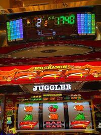 6号機ジャグラーです。 皆さんのハマり記録はどのくらいですか? ちなみに天井恩恵BIGの後ジャグ連無しで終わりです。笑 (天井なんか無いですけど)