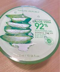 ドン・キホーテで650円で購入したアロエジェルについて質問です。 これは本物ですか?偽物ですか?  裏には日本語の成分表と販売会社が書かれているシールが貼ってあります。