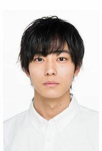 日本人男性、こんな髪型してたら、永久に白人から襲われるでしょ海外で。 既存の価値観を変えていく時代になった。   前髪もっさりで、デコの大きさや眉毛の位置をカモフラージュする時代ではない。   どうですか?