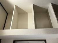 画像の様なパントリーがキッチン横に向かい合って二つあります。  1つの高さ55センチ  奥行き45センチ  横幅87センチ 一番上の長さは45センチ とても微妙なんです、、( i _ i )  収納ボックスを色々見て...