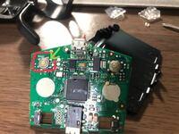 電子部品について質問です この画像の押しボタン?スイッチと同じ、または類似する電子部品があったら教えてください 電子部品について素人なので詳しいことがわかりません、、