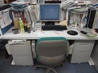 大喜利   上司「誰だ! 私のデスクの上にこんな物を置いたのは!?」  出勤してきた上司のデスクの上にあったとんでもない物とは?