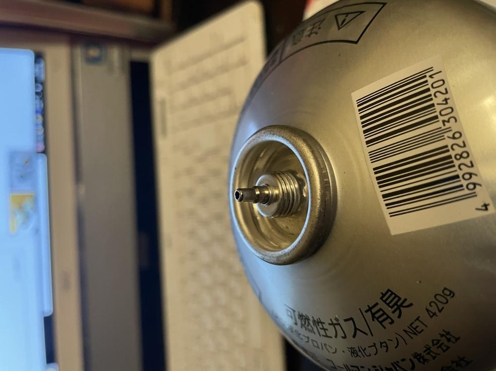 CB缶、 OD缶のガス移行アタッチメントは、コールマンの古い凸型ガス缶にも使用出来るのでしょうか? なんとかこの凸型ガス缶にガスを移行したいのですが.? 画像見ていただきたいです。 よろしくお願いします。