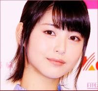 浜辺美波(20歳、東宝シンデレラ)と中森明菜   とではどちらが可愛らしくて、恋人にしたいですか??