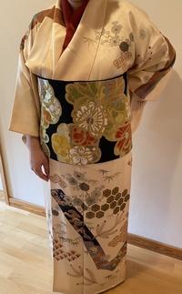 息子のお宮参りに訪問着を着ようと思っていますが、組み合わせに悩んでいます。 成人式の時に袋帯を購入し、その時に、着物屋さんが振袖にしか合わせられない、とおっしゃっていました…。なぜでしょう?? また...