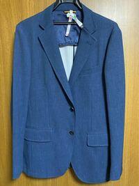 テーラードジャケットについて、 タケオキクチの写真のジャケットについて、3万円ほどで購入したのですが、何歳まで着れそうですか?身長178cm.着丈72cmです。ポリエステル100%の春物です。 漠然とした質問ですみ...