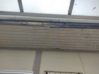 雨樋カバー取ったら、破風板が腐ってました。ふかふかで、雨樋カバー受け金具取ったら穴あきました。どうするんですかこれ。 やっぱりベランダ倒したときに野路板穴あいて、トタン屋根凹んでそこから雨漏りしてるんじゃないんですか。 屋根屋さん、1階雨樋カバー取るのに追加5万円といってましたが、インテリアバールのおかげでバリバリ取れました。 インテリアバール教えてくれた人、この後どうするのかちゃんと指示し...