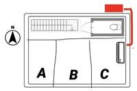 エアコン室外機の横配管について。  2FのCの部屋にエアコンを設置したいのですが、窓の関係で写真の位置にしか付けることが出来ません。 そしてCの東側下が玄関のため室外機を置くことが出来ず、配管を回して北側に置くことを検討しています。 その際に外配管が3Mほど真横になってしまうのですが、不具合等はあるのでしょうか?  近所の家を見渡すと横配管はあっても、せいぜい30cm程度ですし、少...