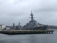 最近寄った横須賀で何となく撮った写真なんですが前方のイージス艦の番号(180?)で調べたら最新鋭のはぐろってやつらしいんですがあってますか?