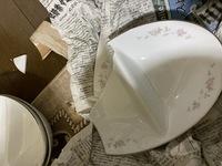 ヤフオクで落札したお皿が割れていました。 郵送事故だと思いますが、梱包が新聞紙一枚に包んで、大きな箱段ボールに入れ、クシャクシャにした新聞紙を詰めてありました。 これは弁償してもらえるのでしょうか? レトロなものなので落札を喜んでいたのに、とても残念です。