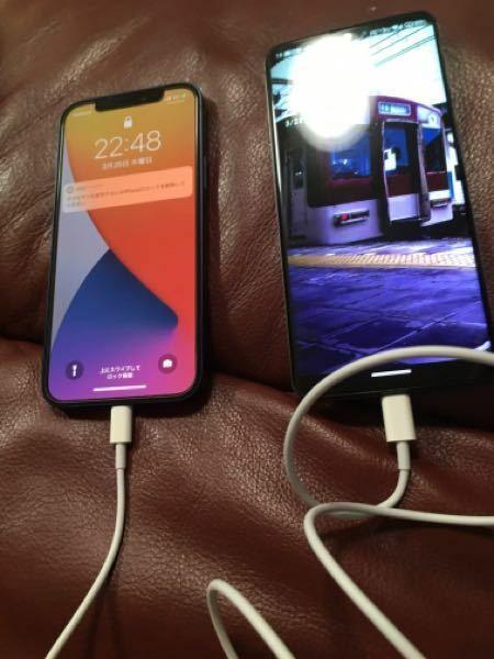 AndroidにiPhoneを挿したら充電を吸い取られます。これが戦争ですか!?ぃぁぁぁあいくいくくい!