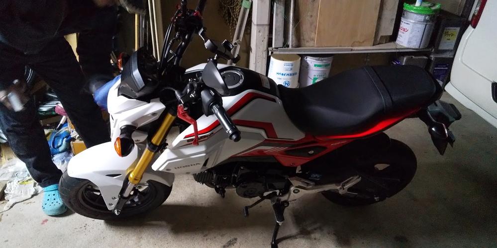 写真のバイクって なんと言う名前ですか? 最近父が買いました。
