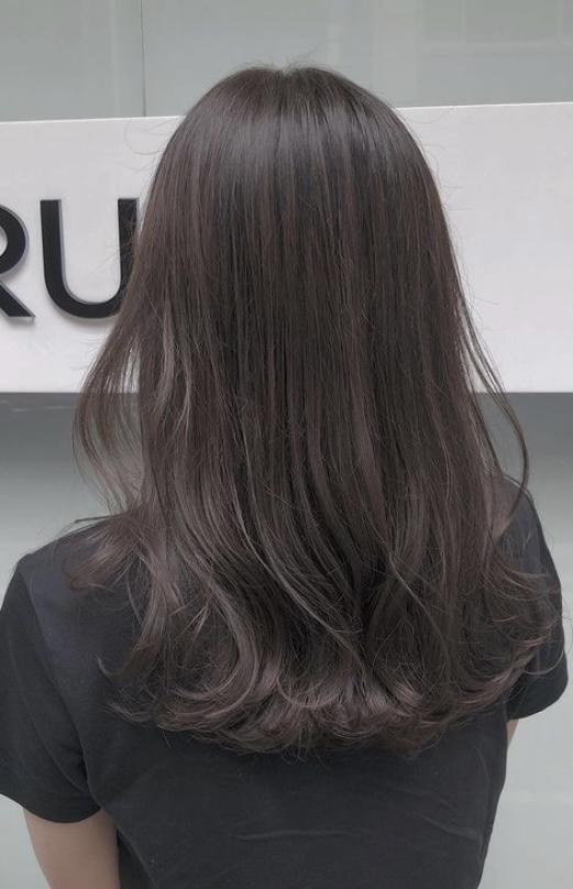 この髪色は何色といえば美容師さんに伝わりますか? 一応写真も見せますが色の名前も伝えたいです