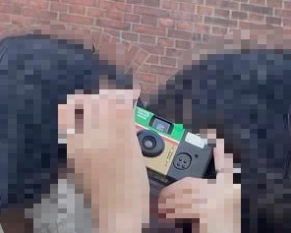最近インスタなどでよく見るこのカメラは一体どこで買えるのでしょうか…? 分かる方いれば、値段なども教えて頂けると嬉しいです…!