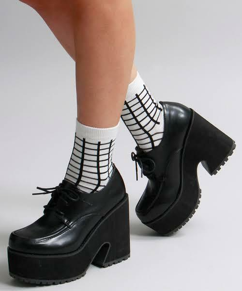 こういう厚底の靴を履いている女子をどう思いますか?