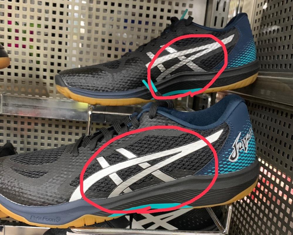 染めQでバレーボールシューズのラインの色を変えようと思うのですが、 布でも革でもなく 画像のライン部分は圧着 ラバー系だと思います。 染めQで塗装して定着するのでしょうか? 他に使える塗料ありま...