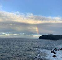 海の景色、どこでしょうか? ずっと、江ノ島かと思っていました。 どうも違うようです。どちらの海岸線からの景色か教えていただけますか。神奈川は間違いないです。よろしくお願いします。