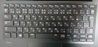 パソコン初心者です。 このキーボードで右の方にあるテンキーを使う方法を教えてください! 数字が青文字で書いてあるので Fnキーを押しながら打ってみたのですが、それでもアルファベットになってしまいます。  NumLockキーも見当たらずに困っています。